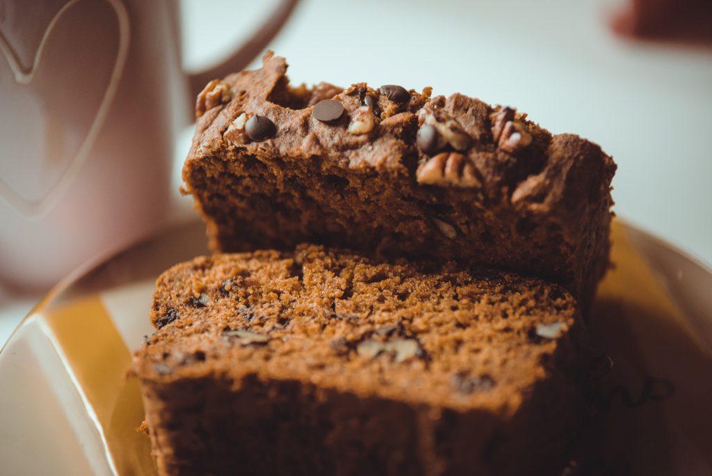 Rețetă de pumpkin spice bread sau chec cu dovleac și ciocolată (V/GF)